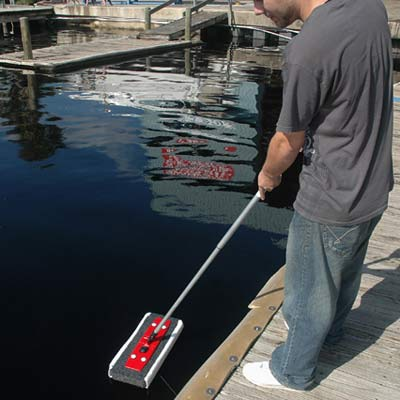 Cleaning oil spills